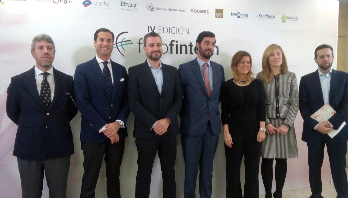Representantes de la AEFI, Emma Navarro y Sergio Reyes de IEB en la presentación del Libro Blanco